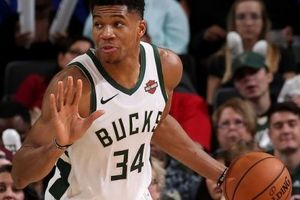 Milwaukee Bucks 'nhấn chìm' Sacramento Kings trong trận đấu của những kỷ lục