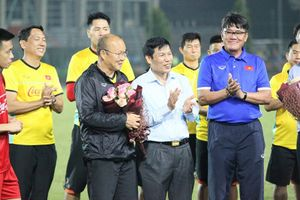 Bộ trưởng Nguyễn Ngọc Thiện gặp mặt, động vên ĐTVN trước thềm AFF Cup 2018
