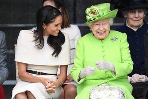 Nữ hoàng Anh đã làm 1 việc phá lệ cho cháu dâu Meghan Markle khiến cả hoàng gia ganh tỵ