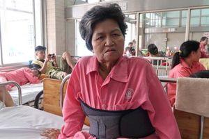 Lời kể của bà cụ 62 tuổi bị tài xế Innova vờ chở đi cấp cứu rồi đạp xuống đường vắng