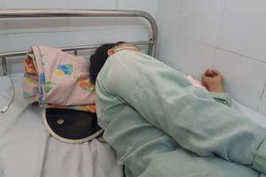 Nữ bệnh nhân phải nhập viện cấp cứu vì ăn đầu gà