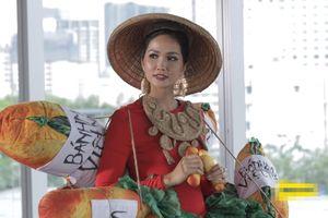 Hoa hậu H'Hen Niê bị chê catwalk không sang, phong độ đi xuống