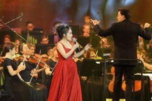 Thăng hoa cảm xúc với Live concert 'Ánh trăng tình yêu' của ca sĩ Lan Anh