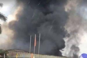 Cháy lớn thiêu rụi xưởng công ty dược ở Hưng Yên