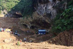 Lực lượng chức năng trắng đêm tìm kiếm 2 phu vàng bị mắc kẹt trong hang