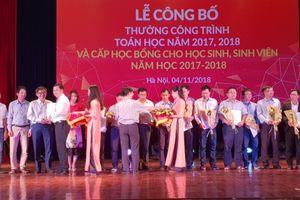 Hiệu trưởng Đại học Hoa Sen nhận giải thưởng của Viện Toán cao cấp