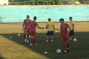 Đội tuyển Việt Nam đối mặt khó khăn ngay khi vừa đặt chân sang Lào