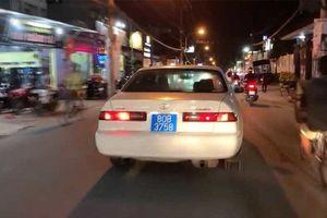 Xử phạt gần 15 triệu đồng đối với người đàn ông lái ô tô biển xanh giả, hú còi ưu tiên để 'ra oai' ở Sài Gòn