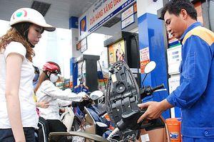 Giá xăng giảm mạnh hơn 1.000 đồng/lít từ chiều nay