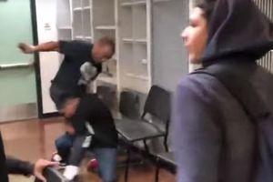 Mỹ: Đánh học sinh hỗn hào, thầy giáo được cả lớp bênh vực