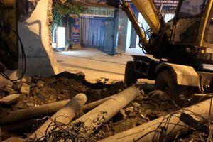 Chặt phá cột điện ở phường Hạ Đình: Đơn vị nào phải chịu trách nhiệm?