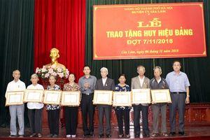 Huyện Gia Lâm trao Huy hiệu Đảng cho 126 đảng viên