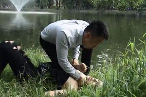Tập 24 'Quỳnh búp bê': Khán giả hả hê thấy My 'sói' bị bồ trẻ bóp cổ, ngã xuống nước đến tơi tả