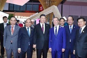 Thủ tướng Nguyễn Xuân Phúc dự Hội chợ nhập khẩu quốc tế Trung Quốc lần thứ nhất