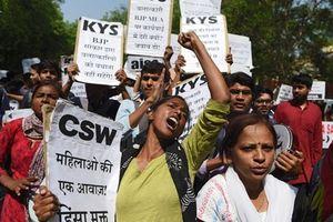 Ấn Độ: Bé gái 4 tuổi bị 5 người đàn ông cưỡng hiếp tại bệnh viện