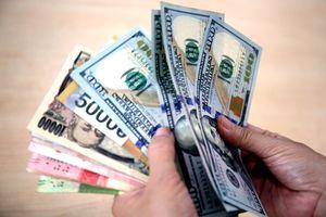 Giá USD tự do, vàng giảm mạnh