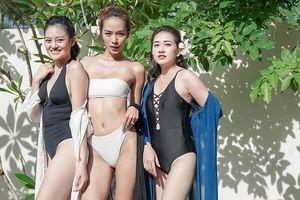 Hội 'gái già lắm chiêu' rủ nhau khoe đường cong nóng bỏng ở bể bơi