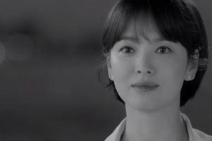Song Hye Kyo tóc ngắn trẻ xinh như búp bê