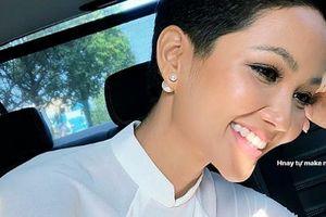 Trước ngày chinh chiến Miss Universe 2018, H'Hen Niê sung sướng khoe hàm răng khểnh nay đã đều tăm tắp