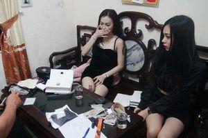 Bắt 2 'kiều nữ' nghi tàng trữ ma túy đá và thuốc lắc