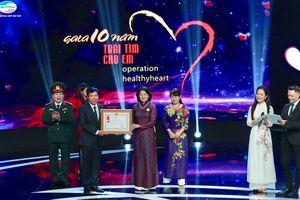 Hơn 25 tỷ đồng ủng hộ mổ tim trong đêm gala 10 năm 'Trái tim cho em'