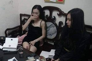 Phát hiện hai 'nữ tú' ngang nhiên vận chuyển ma túy trên đường