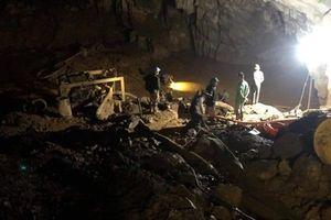 Hy vọng sống sót của 2 phu vàng mắc kẹt trong hang ở Hòa Bình rất mong manh
