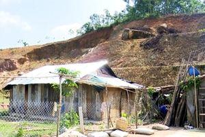 Hàng chục hộ dân vùng sạt lở núi mong mỏi được tái định cư