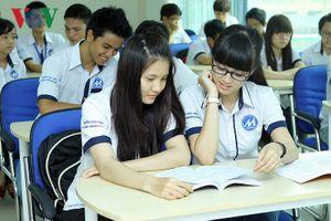 Sinh viên hoang mang vì bị cấm nói xấu trường trên mạng xã hội