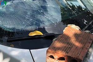 Đối tượng nghi ngáo đá đập vỡ kính xe ô tô ở Đà Nẵng
