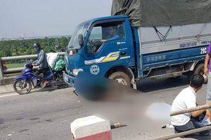 Đâm vào dải phân cách, người lái xe máy tử vong trên cầu Thanh Trì
