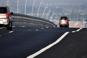 Khắc phục hiện tượng mấp mô trên cầu Bạch Đằng bằng 200 m3 bê tông