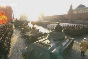 Toàn cảnh Lễ duyệt binh hoành tráng kỷ niệm 101 năm Cách mạng Tháng Mười Nga