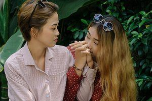 Hai cô gái công khai yêu đồng tính ở The Bachelor: 'Yêu thì nói thôi'