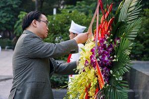 Lãnh đạo TP Hà Nội dâng hoa tưởng niệm tại Tượng đài V.I.Lenin