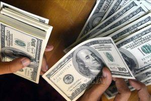 Tỷ giá trung tâm tăng, giá giao dịch USD thị trường tự do lao dốc