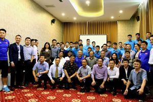 Đại sứ Việt Nam tại Lào thăm đội tuyển