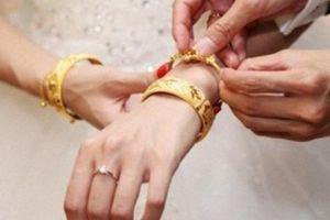 Ngày cưới mẹ chồng cho vàng rồi đòi lại và sự thật khiến con dâu rớt nước mắt