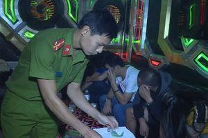 Bắt giam chủ quán karaoke chứa chấp, tàng trữ ma túy