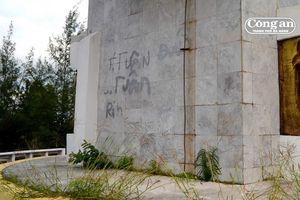 Tượng đài chiến thắng Bồ Bồ bị viết vẽ bậy