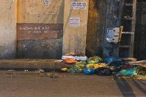 Dân mạng cười sặc với biển cấm đổ rác cực bá đạo tại Việt Nam