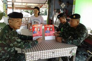 Thái Lan tịch thu lịch in hình ông Thaksin, bà Yingluck