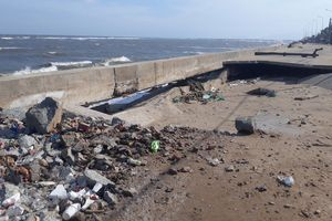 Sóng biển đánh sạt nhiều đoạn đê kè