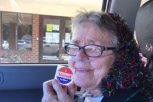 Cụ bà Mỹ 82 tuổi lần đầu bỏ phiếu trước khi qua đời