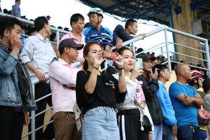 Đội nhà thua đậm, CĐV Huế vẫn vui trong ngày khai mạc giải U.21 Báo Thanh Niên