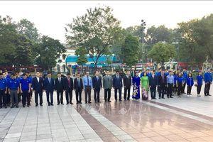 Lãnh đạo thành phố Hà Nội dâng hoa kỷ niệm 101 năm Cách mạng tháng Mười Nga