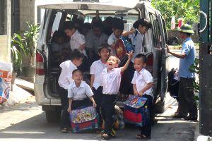 Xử phạt gần 100 xe đưa đón học sinh vi phạm điều kiện kinh doanh