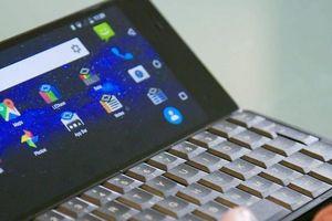 Độc đáo mẫu điện thoại lai laptop chạy Android, giá 799 USD