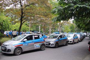 Hiệp hội vận tải ô tô Việt Nam kêu gọi taxi không đình công phản đối Grab