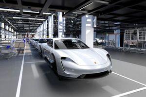 Porsche chính thức bước vào kỷ nguyên xe điện với mẫu xe Taycan mới